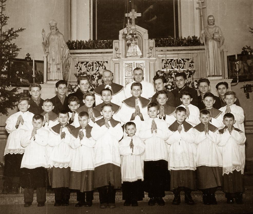 p-fojtik+ministranti1956